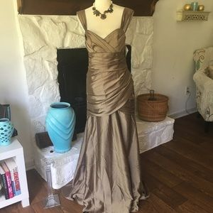 NWT WTOO GOLD METALLIC EVENING GOWN SIZE 10